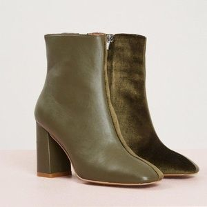 ▪️jaggar green velvet boots▪️leather two toned